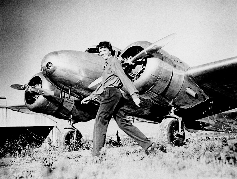 Earhart_and_electra