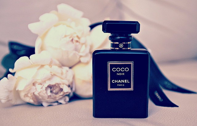 chanel coco noir the scented hound. Black Bedroom Furniture Sets. Home Design Ideas